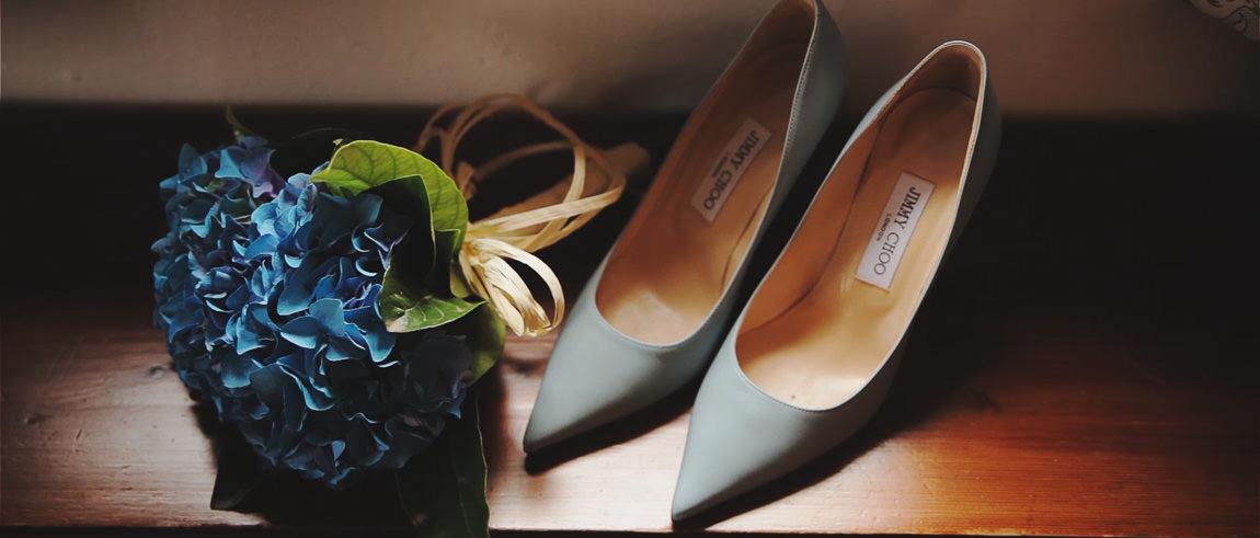 Zapatos de la novia en la boda en hotel La Bobadilla