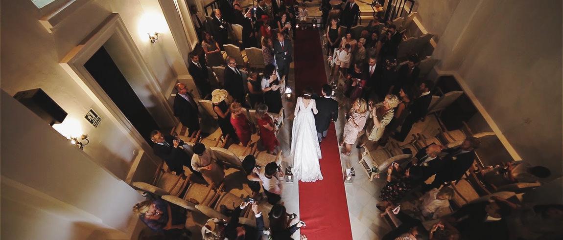 Llegada de la novia a la ceremonia en hotel Barceló La Bobadilla