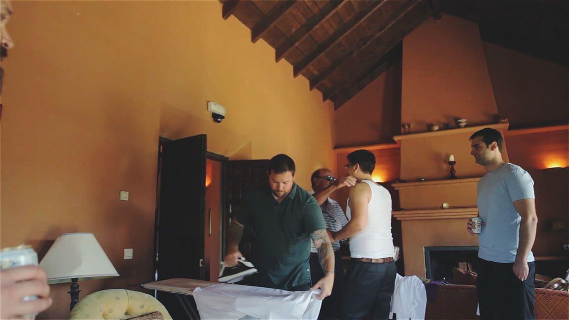 Preparación del novio en una boda en Hacienda San Jose de Marbella