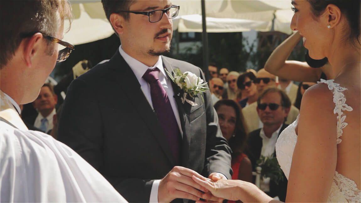 Anillos de boda en una ceremonia civil en Marbella. Anillos boda