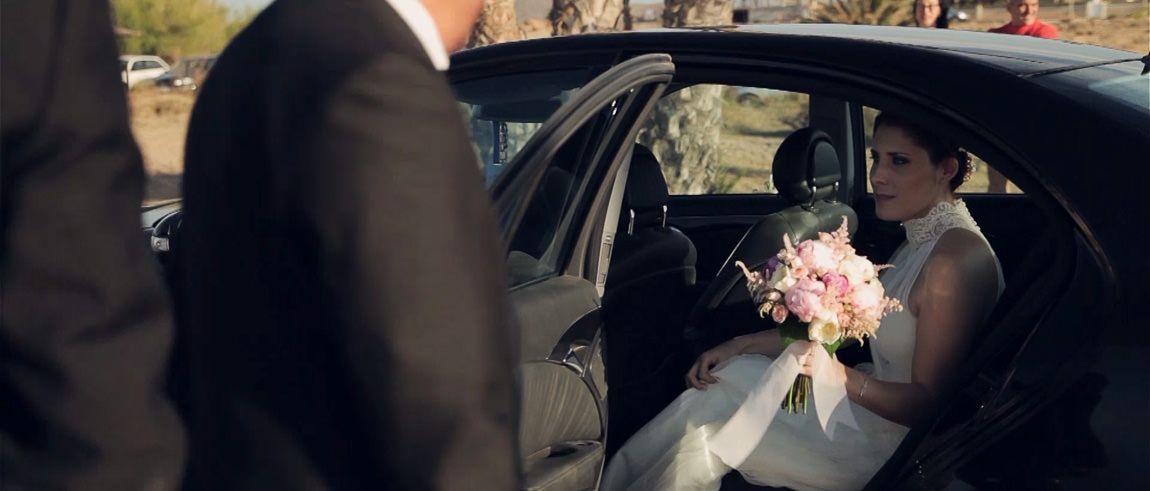 Llegada de una novia a la boda de playa
